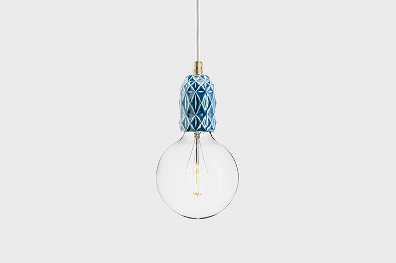 Latitude Подвесной светильник, LATITUDE Keramik Air indigo/brass latitude подвесной светильник latitude beton bolti grey aluminum
